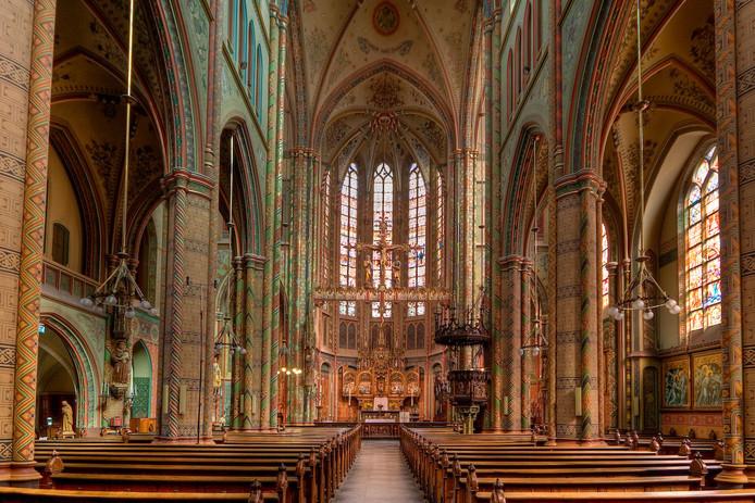 Tientallen prominente Utrechters en vrijwilligers van de monumentale Willibrordkerk vrezen dat het open karakter van de kerk verloren gaat.