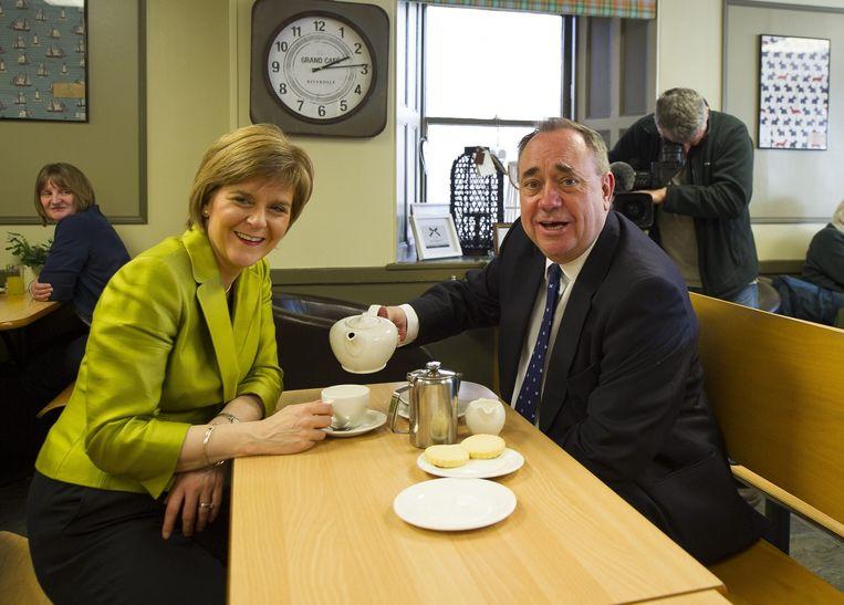 Eerste minister Nicola Sturgeon en haar voorganger Alex Salmond. Beeld anp