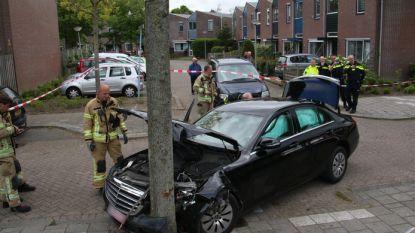Antwerpse taxichauffeur gecarjackt, auto gecrasht na achtervolging in Nederland
