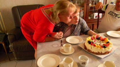 Gehandicapte Sandra krijgt na 3,5 maanden warm welkom in ouderlijk huis