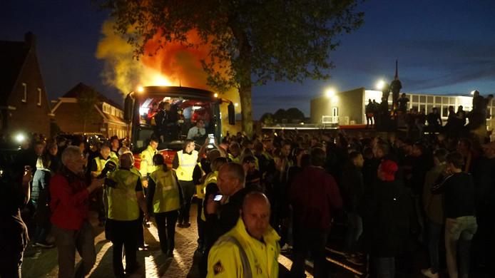 De spelers van Go Ahead Eagles werden in Deventer als helden onthaald.