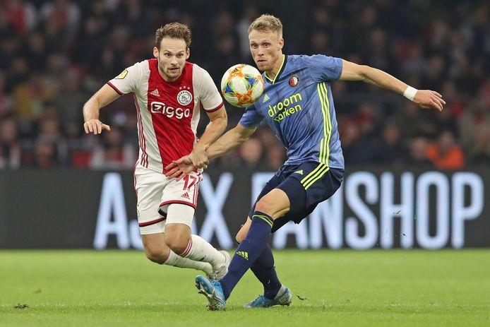 Ajax - Feyenoord, zoals hier met Daley Blind en Nicolai Jørgensen, zou in het Sierksma-plan vaker in één seizoen zijn.
