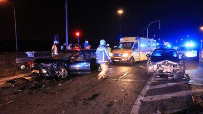 Vijf gewonden bij frontale botsing op brug over E34