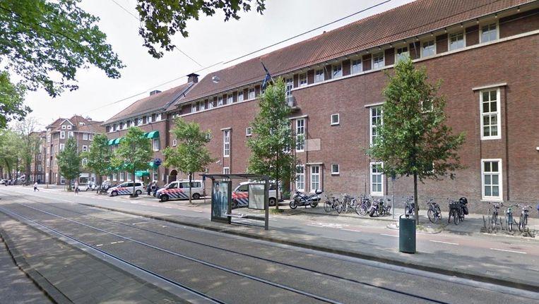 Het politiebureau op de Ferdinand Bolstraat sluit over een week de deuren. Beeld Google Streetview