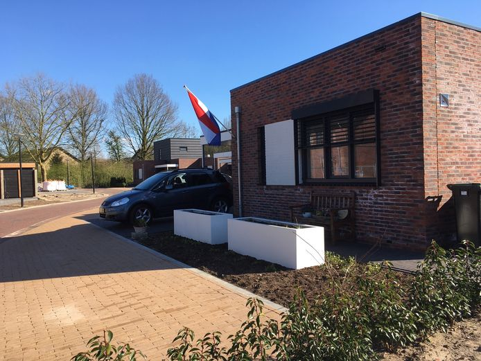 Ton Onderstal hing de vlag uit aan zijn nieuwe huis in Winterswijk.