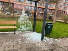 Glas van het bushokje gesneuveld in Gouda