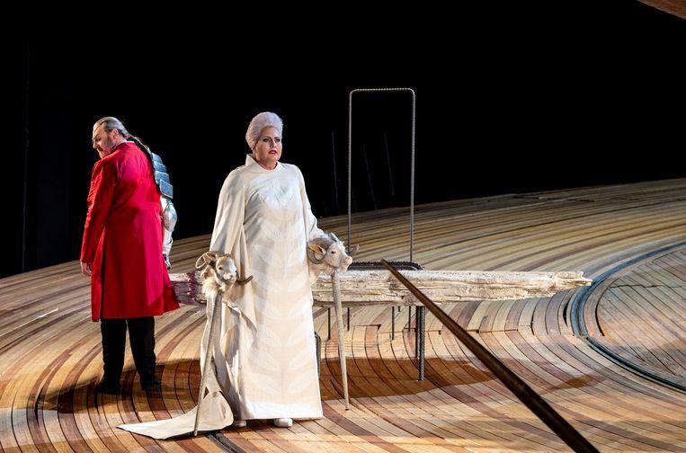 Het bekende ronde decor van Die Walkure van Nederlandse Opera  Beeld Ruth Walz