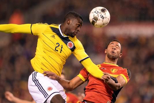 Jackson Martinez (links) in duel met Moussa Dembele.