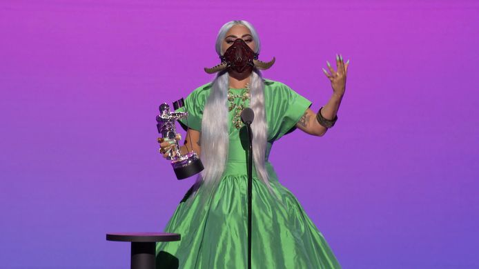 Lady Gaga récompensée durant les MTV Video Music Awards.