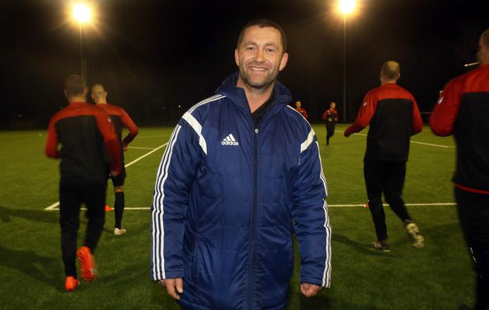 Semper Altius-trainer Vita Lorente kan ten koste van zijn vorige club Vredenburch de eerste periodetitel in de vierde klasse D pakken.