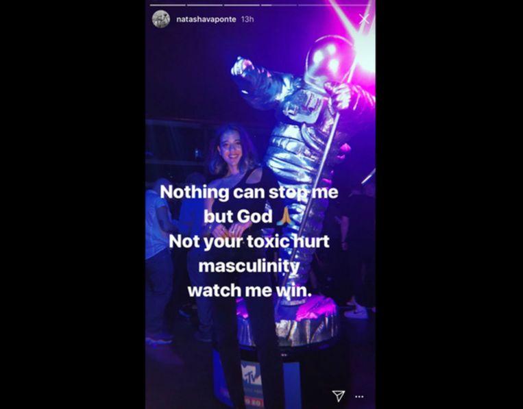 Is dit Natasha? Ze was gisteravond te gast op een feestje ter ere van de MTV Video Music Awards.