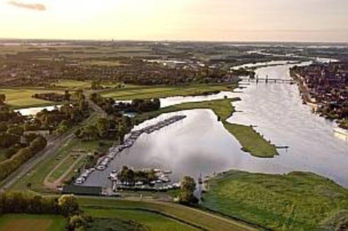 De drie mannen sloegen hun slag op boten in het Gat van Seveningen.