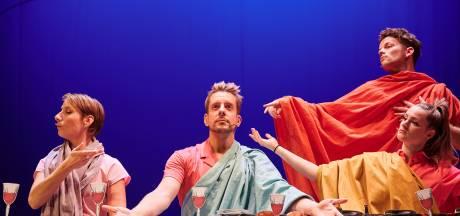 Alex Klaasen speelt met sekse en seksualiteit in beeldschoon cabaret