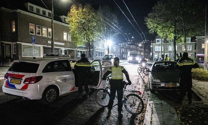 Politie in de wijk Geitenkamp.