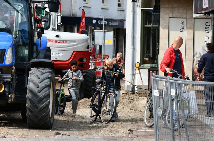 Er is lang gewerkt aan de Geldersestraat in Geldermalsen, maar nu is alles klaar