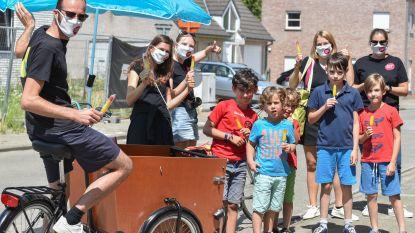 Jeugdraad toert met bakfiets vol gratis ijsjes door Oudenaardse deelgemeenten