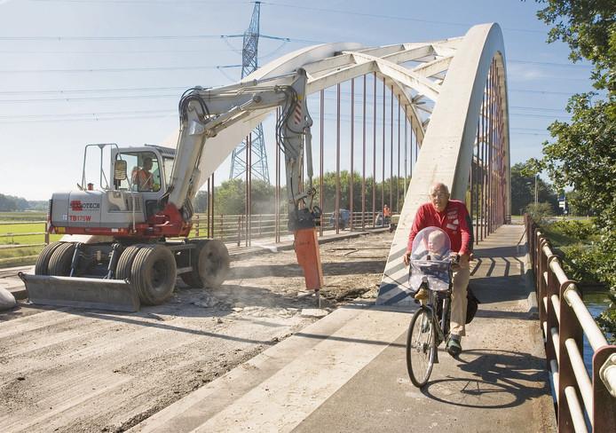 De brug onderging in 2007 nog een grote onderhoudsbeurt. (Foto uit archief)
