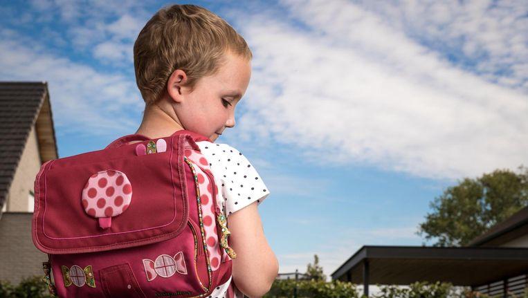 Sofie Noël (5) trok vandaag terug naar school. Haar verhaal stond deze week in onze krant. De kleuter leidt aan acute lymfatische leukemie. De kankerbehandeling die nu groen licht kreeg, spitst zich specifiek toe op haar doelgroep.