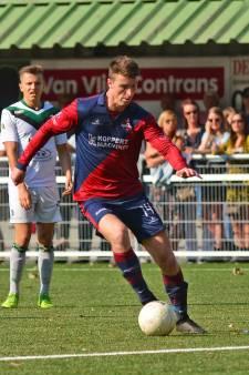 Frank Broos staat door knieblessure lang aan de kant bij FC 's-Gravenzande: 'Zal het voetballen missen'