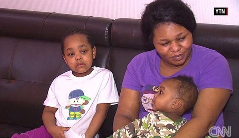 Precious met twee van haar kinderen.