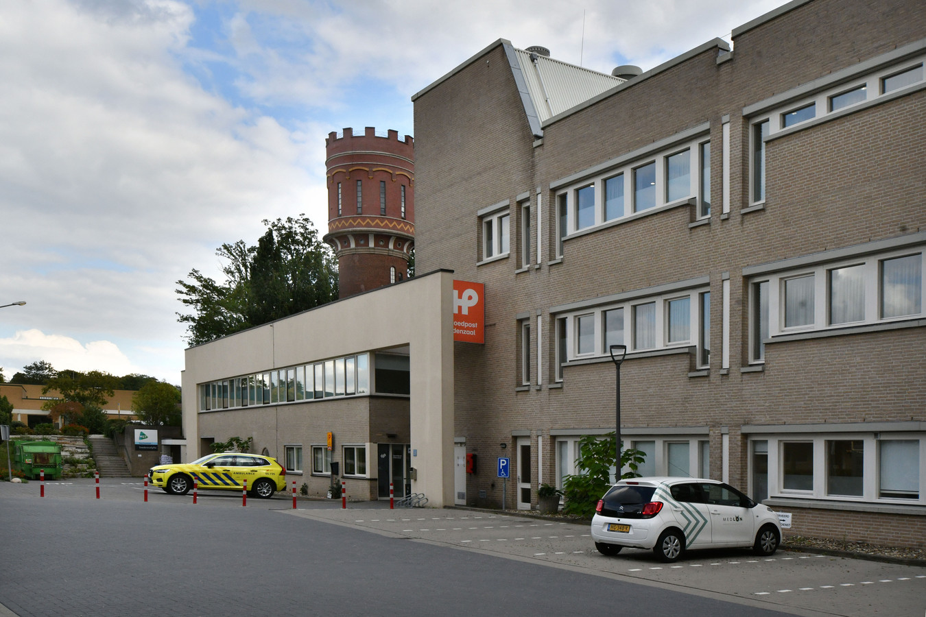 De spoedpost in Oldenzaal is gevestigd aan de Prins Bernhardstraat.