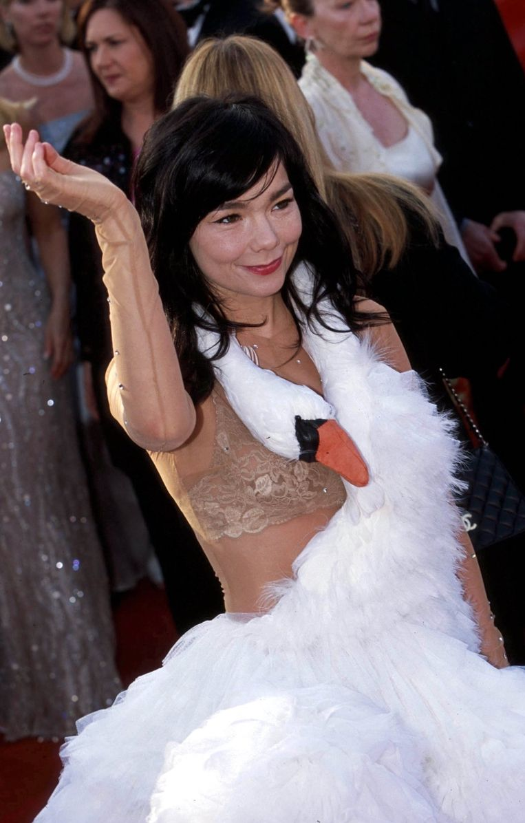 Bjork in Marjan Pejoski (2001). The 15 most memorable dresses from the history of the Oscars