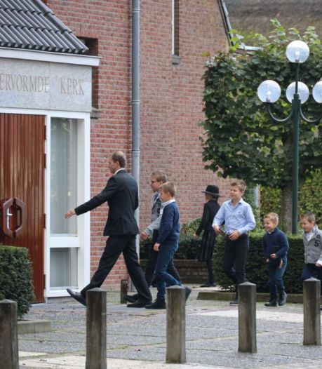 Beduidend minder kerkgangers in Staphorst dan vorige week (maar wel meer dan 30), druk op Urk