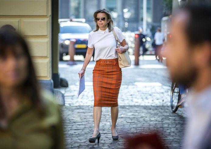 Minister Kajsa Ollongren van Binnenlandse Zaken, woensdag bij aankomst op het Binnenhof voor de wekelijkse ministerraad, die eerder plaatsvond in verband met Hemelvaart.