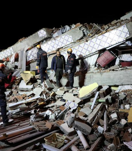 Aardbeving Turkije: 22 doden, 900 gewonden, tientallen onder het puin vandaan gehaald