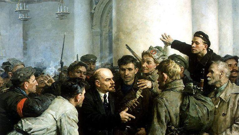 Lenin temidden van zijn volgelingen aan het begin van de Russische Revolutie, 1917. Beeld getty