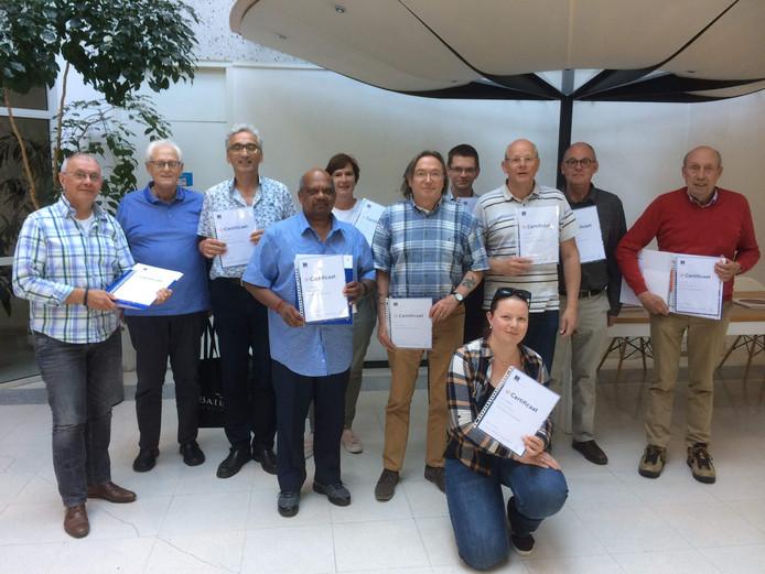 Elf vrijwilligers van Humanitas hebben de budgettraining 'Helpen grip op geld te krijgen' succesvol afgerond. Zij ontvingen hiervoor een certificaat.
