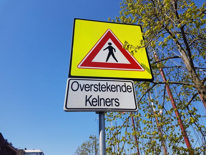 Waarschuwingsbord bij IJsselkadeterrassen