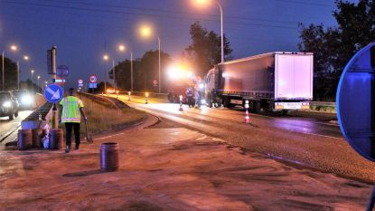 Auto knalt tegen truck: kruispunt vol diesel
