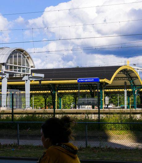 Flinke opknapbeurt voor station Den Bosch moet reizigers meer ruimte op het perron geven
