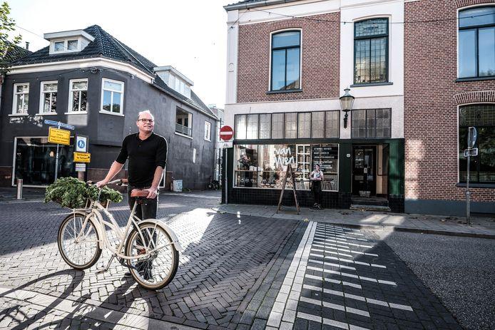 Kees Hensen voor het boetiekhotel in Doetinchem