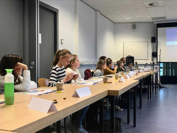 De Raad van Kinderen (basisschool De Stappen) krijgt een terugkoppeling van de meewerkende organisaties.