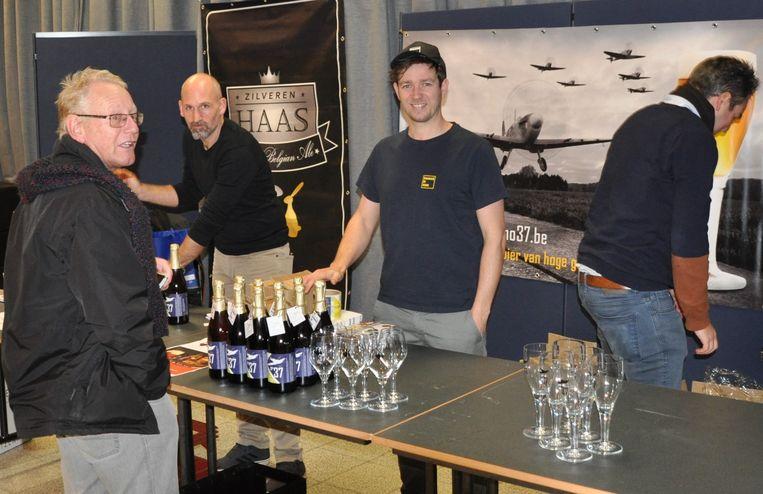 Ook de lokale brouwers van het biertje 'Zilveren Haas' waren van de partij.