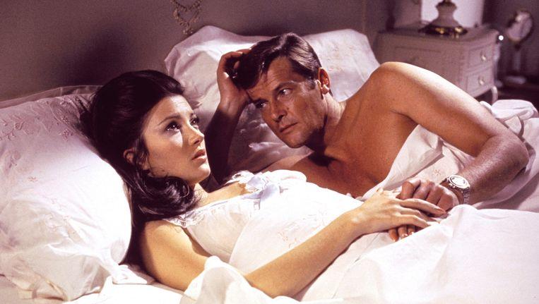 Jane Seymour en Roger Moore in de Bondfilm Live and Let Die, uit 1973 Beeld ap