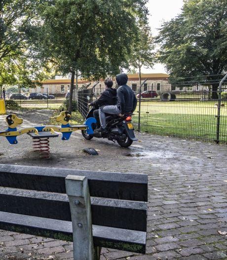 Directeur in Holten is overlast vlakbij school zat: 'Komen er opeens 2 auto's aan met een 'snoepkraam' in de achterbak'
