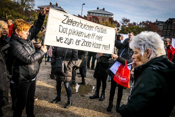 Belangstellenden tijdens een protestactie in 2018 tegen de sluiting van ziekenhuizen