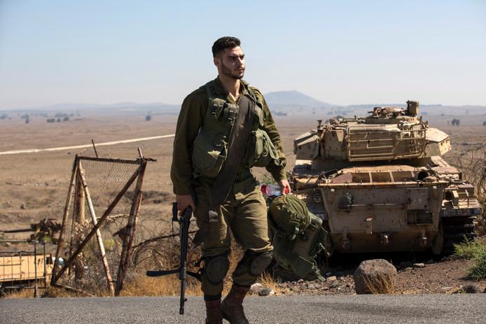 Israëlische soldaten aan de Israëlisch-Syrische grens in de Golanhoogten.