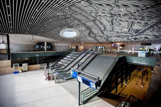 De hal van het nieuwe station in Delft.
