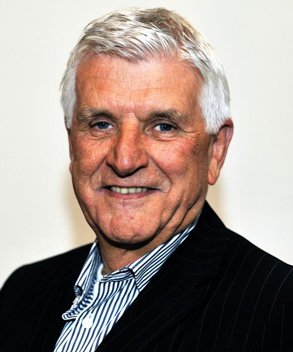 Piet van den Kieboom hoopt genoeg geld in te kunnen zamelen om het bejaarde slachtoffer van de autobrand aan een goede tweedehands wagen te helpen.