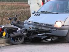 Scooterrijder gewond door voorrangsfout automobilist in Doetinchem