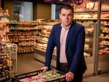 Supermarkteigenaar Martijn (29) rent in coronacrisis van hot naar her: 'Ik sta om 4 uur 's ochtends op'