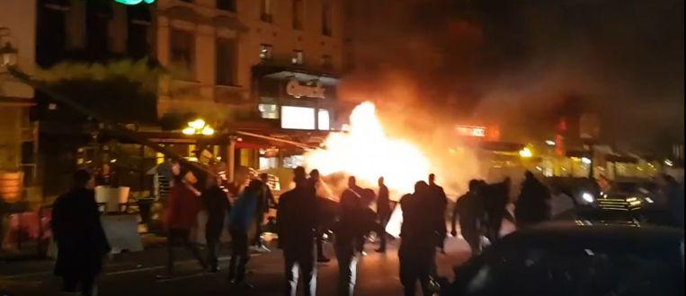 De luxewagen ging aan de Naamsepoort in vlammen op.