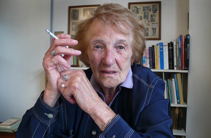 Marga Minco krijgt op 98-jarige leeftijd de prestigieuze PC Hooftprijs.