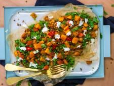 Wat Eten We Vandaag: Kruidige herfstsalade met pompoen en boerenkool