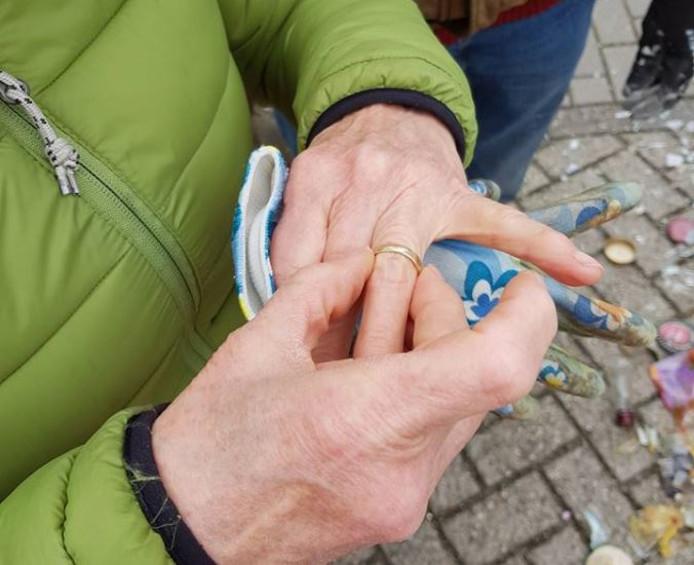 Gerry heeft haar trouwring weer om de vinger.