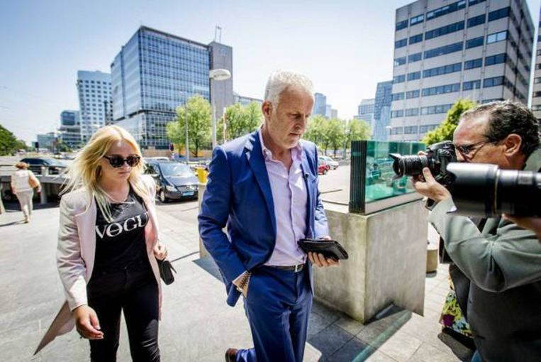 Misdaadverslaggever Peter R. de Vries met de 21-jarige Chantal, slachtoffer van wraakporno.